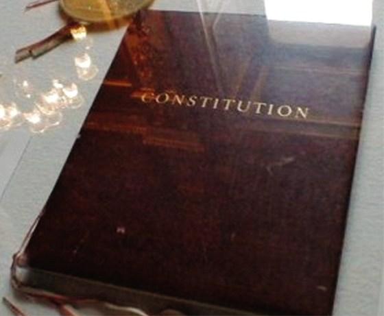 Nouvelle constitution : Verrou ou réelle ouverture ?
