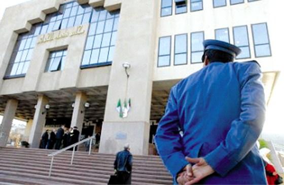 Les avocats ciblent les enquêteurs