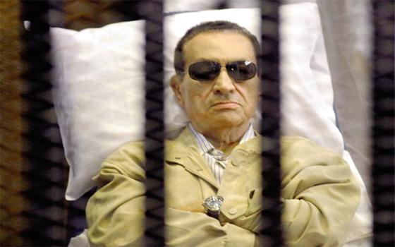 Moubarak condamné à 3 ans de prison pour corruption