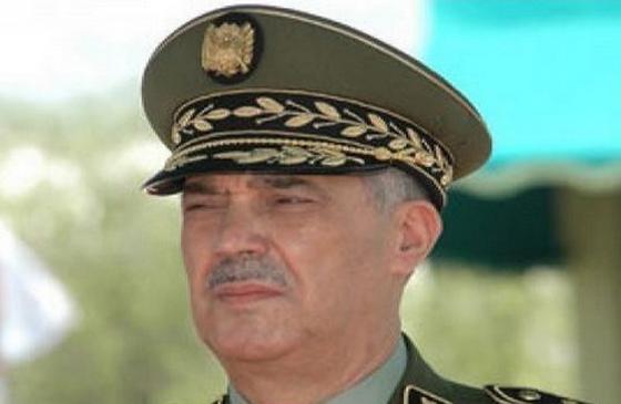Le général major Bousteilla inspecte ses troupes