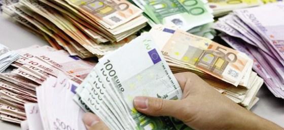 Arrestation de deux personnes en possession d'un demi-million d'euros