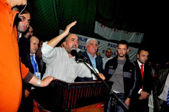 Le député FFS Khaled Tazaghart et ses partisans rallient le parti d'Abdelaziz Bélaïd