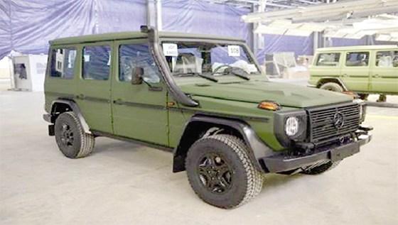Plus d'une centaine de véhicules tout-terrain de marque Mercedes-Benz réceptionnés
