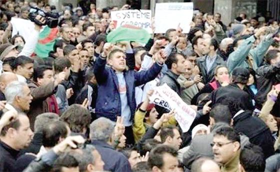 Enseignants et étudiants organisent une marche de contestation