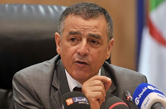 Bouchouareb : 2 milliards de dollars pour la modernisation d'El Hadjar et de la SNVI