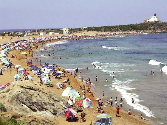 Jijel : La plage du Grand phare  très prisée par les estivants