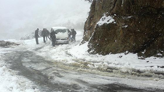 Béjaïa : Des Routes coupées par la neige
