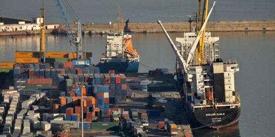 La balance commerciale déficitaire de 1,8 milliard de dollars