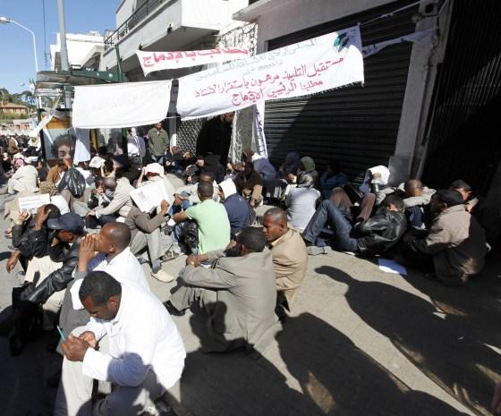 Les enseignants contractuels entament une grève de la faim