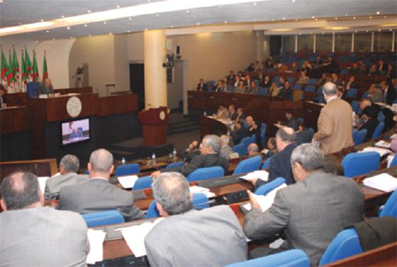 Vives critiques de l'opposition sur le cas de Chakib Khelil