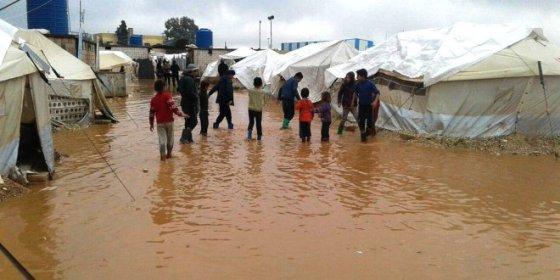 Les pluies torrentielles inondent les camps des sinistrés de Mila