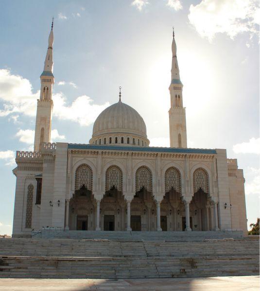 Réouverture totale des mosquées de plus de 1 000 places