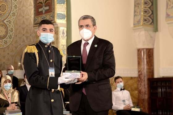 Djerad préside la cérémonie de distinction des lauréats du BAC