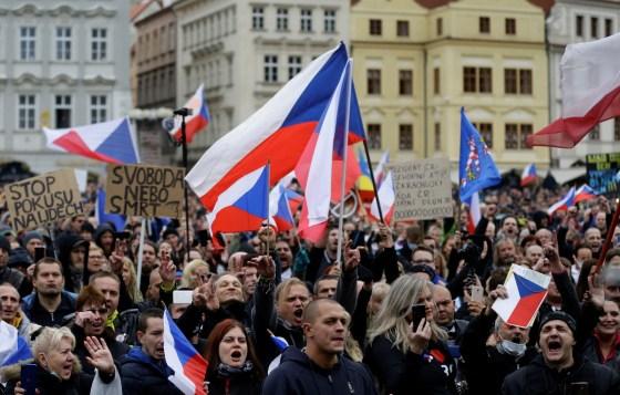 Manifestation contre les mesures anti-Covid-19 à Prague
