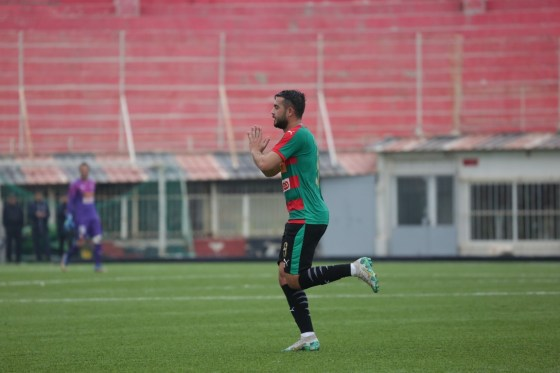 Ligue 1 : le MC Alger brille à Sétif, la JS Kabylie se rebiffe à Tlemcen