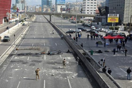 Des blessés dans des manifestations nocturnes au Liban