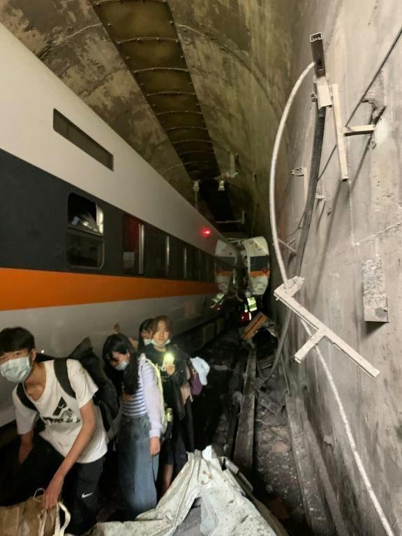 Au moins 50 morts dans le déraillement d'un train à Taïwan – Le Jeune Indépendant