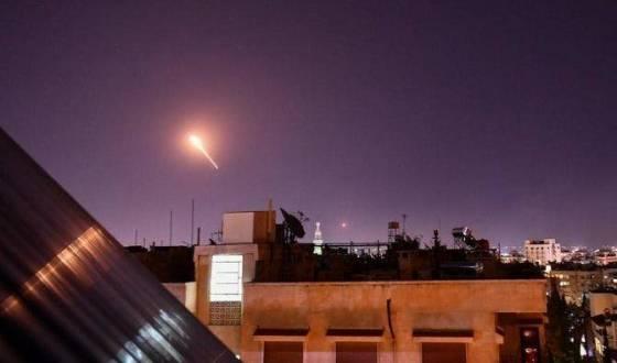 Damas dénonce une agression israélienne et active sa défense antiaérienne