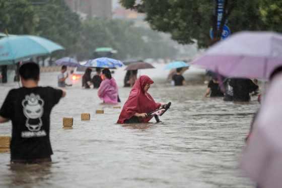 Inondations en Chine : 200 000 personnes évacuées, des dizaines de morts