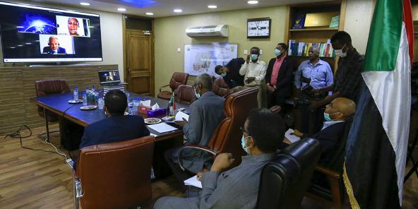 Vidéoconférence sur le barrage de la Renaissance entre les ministres de l'Eau et de l'Irrigation éthiopiens, égyptiens et soudanais, le 9 juin 2020, vue de Khartoum.