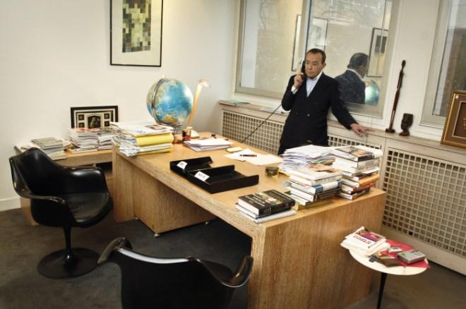 Béchir Ben Yahmed, dans son bureau à Jeune Afrique, en 2007.