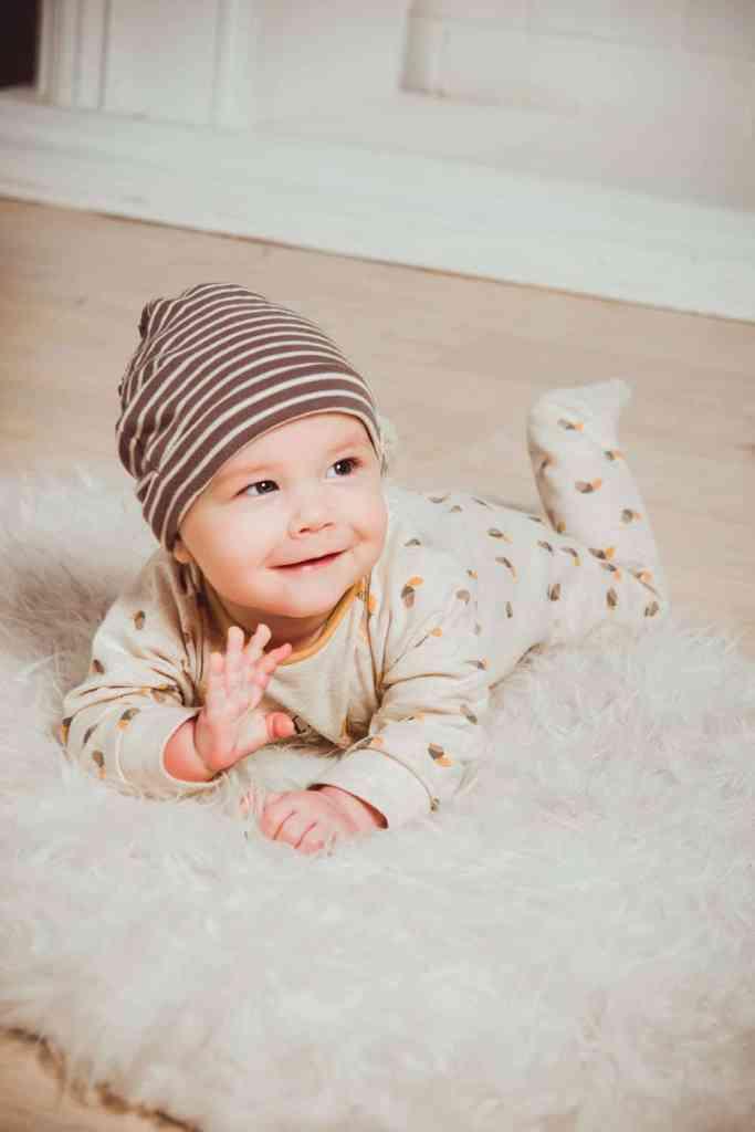 bebe en pyjama