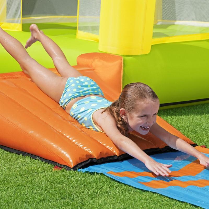jeux gonflable avec tapis de glisse