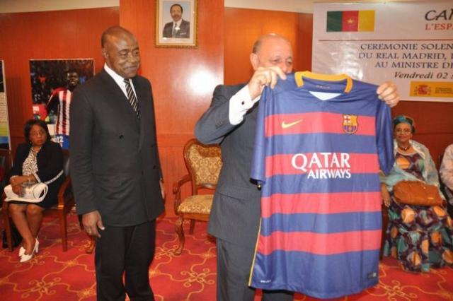 grand-club-despagne-offre-du-materiel-sportif-au-cameroun-jewanda