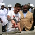 People : Lionel Messi en visite au Gabon, Samuel Eto'o s'indigne des critiques