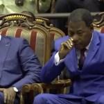 Vidéo : Le Président du Bénin surpris en pleine séance de toilette – Ça sort comme ça sort !