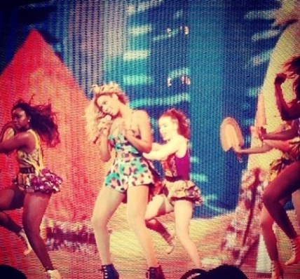 Beyonce-Mrs-Carter-Tour-in-Christie-Brown-JeWanda-4