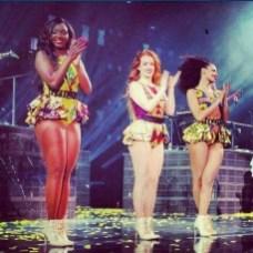 Beyonce-Mrs-Carter-Tour-in-Christie-Brown-JeWanda-6