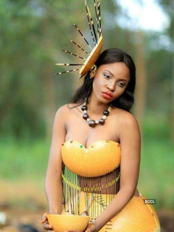 La Camerounaise Angèle Kossinda Séduit Le Public Grâce À Son Costume National À Miss Univers 2020