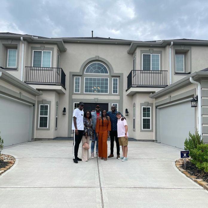 Pascal Siakam Offre Une Maison À Sa Mère, Sa Réaction Émouvante