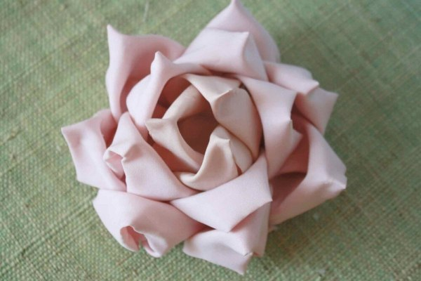 How to make flowers from fabric without sewing | Mayumi Rose Tutorial