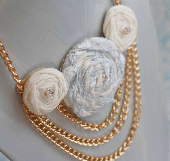 A Multi Layer Rolled Rose Chain Necklace | A Fabric Flower Tutorial