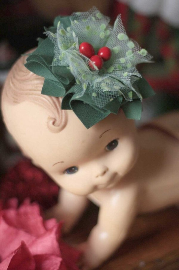 Cute Christmas Themed Baby Hair Bow Clip using the Carnation Tutorial Pattern
