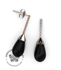 Vackra örhängen med diamanter och onyx