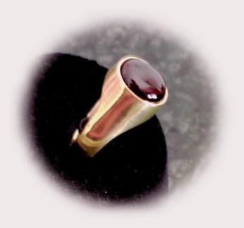 Male Ring garnet side