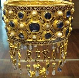 votive crown detail