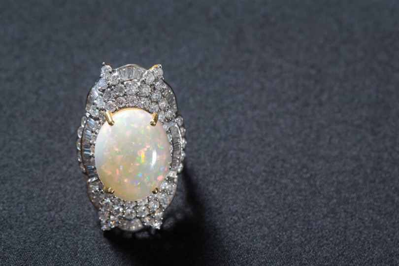 how to buy opal jewelry