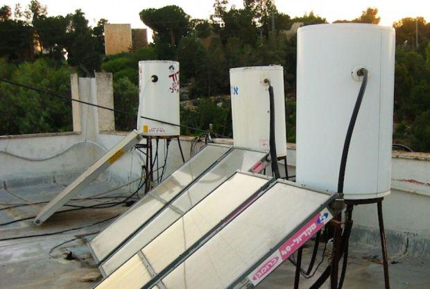 Солнечные батареи на крышах (Wikimedia Commons)