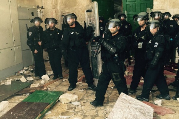Israeli police enter Al Aqsa Mosque