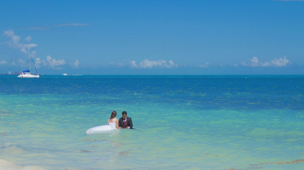 Cancun travel tips: Married Couple in the ocean