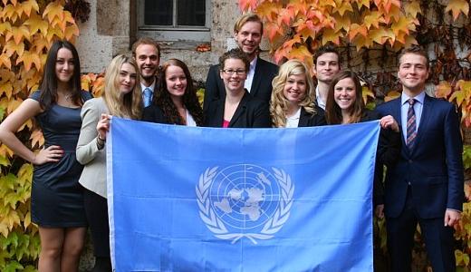 JEZT - Das Team von neun Studierenden der Friedrich-Schiller-Universitaet Jena für die Studienfahrt nach Suedkorea im Maerz 2015 - Foto © FSU JP Kasper