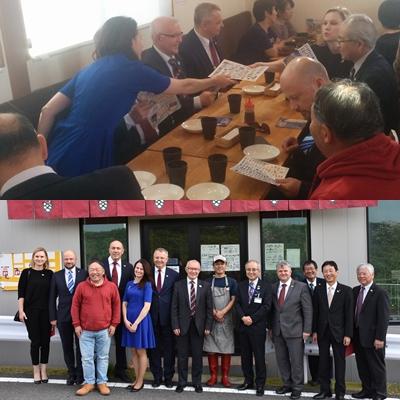 平塚漁港の食堂にリトアニア関係者来訪