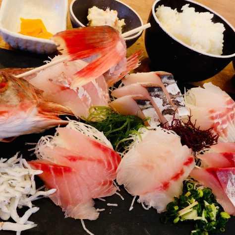 平塚漁港の食堂料理写真