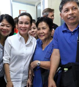 Will ex-U.S. citizen become next Filipino president?