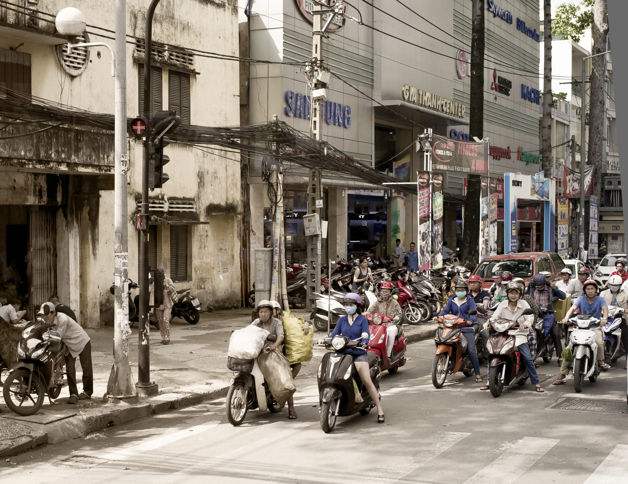 How to understand an American woman in Ho Chi Minh City, Vietnam