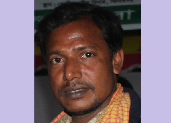 ব্যথা বাড়ে --গুলজার হোসেন গরিব